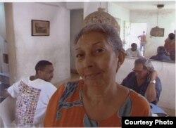 Redacción de Cuba Press, año 2000: En primer plano Tania Quintero; detrás, Raúl Rivero (d) e Iván García.