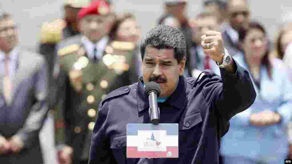 El presidente de Venezuela, Nicolás Maduro, habla a su llegada al aeropuerto Panamá Pacífico.