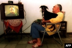 Fidel Castro en la Televisión Cubana en 1994. AFP/ Adalberto Roque