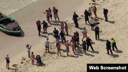Foto Archivo. Balseros recién llegados fueron recogidos por agentes migratorios en Miami Beach.
