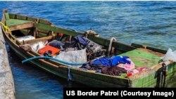Imagen de embarcación utilizada por migrantes cubanos, publicada por la Patrulla Fronteriza de Estados Unidos.