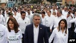 El presidente colombiano Iván Duque encabeza la marcha contra el terrorismo en Bogotá.
