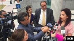 Nairobi Pacheco habla a la prensa a la salida del tribunal en Miami. (Foto: Rudy Hernández)