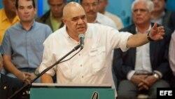 El periodista Jesús Torrealba habla en una rueda de prensa, en la sede del partido Comité de Organización Política Electoral Independiente ( COPEI)