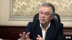 El viceministro de Defensa de Uruguay, Jorge Menéndez, expresó su preocupación por la situación de los ocho marinos uruguayos que se encuentran en el buque escuela argentino Libertad, retenido en Ghana por orden judicial.
