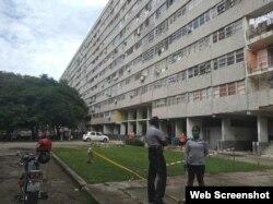 En Nuevo Vedado, tres edificios con 475 apartamentos han sido declarados en cuarentena. (Captura de imagen/Tribuna de La Habana)