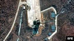 Imagen captada por un satélite de vigilancia que muestra un punto de lanzamiento en Tongchang-ri, Corea del Norte