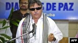 Jesús Santrich, uno de los negociadores de la paz por las FARC, habla en el Palacio de las Convenciones de La Habana.