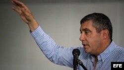 El exministro venezolano de Interior Miguel Rodríguez Torres habla durante una reunión del Movimiento Amplio Desafío de Todos hoy, martes 13 de marzo de 2018, en Caracas (Venezuela).