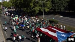 Miles de personas recorren las calles de San Juan por la liberación de Óscar López, preso en EE.UU. desde hace 32 años por conspiración en su lucha por la independencia de Puerto Rico.