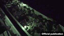 Lancheros vinculados a bandas criminales transportan a los cubanos indocumentados de Colombia a Panamá.