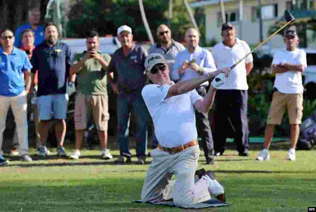 Miguel Ángel Jiménez jugó con aficionados cubanos un torneo de nueve hoyos en el Club de Golf de Capdevila, en La Habana.