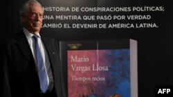 """Mario Vargas llosa durante la presentación de su nueva novela, """"Tiempos Recios"""""""