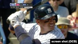 Alex Rodríguez conectó sencillo en su primer partido con los Yankees.