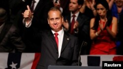 El representante republicano de la Florida Mario Díaz-Balart, durante un acto con el presidente Donald Trump en Miami, en junio del 2017.