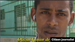 Reporta Cuba. Agente Yunior vigila a reportero.