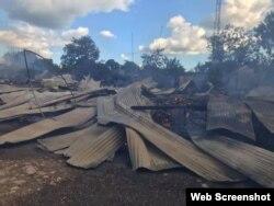 Restos del barracón multifamiliar incendiado en Santiago de Cuba