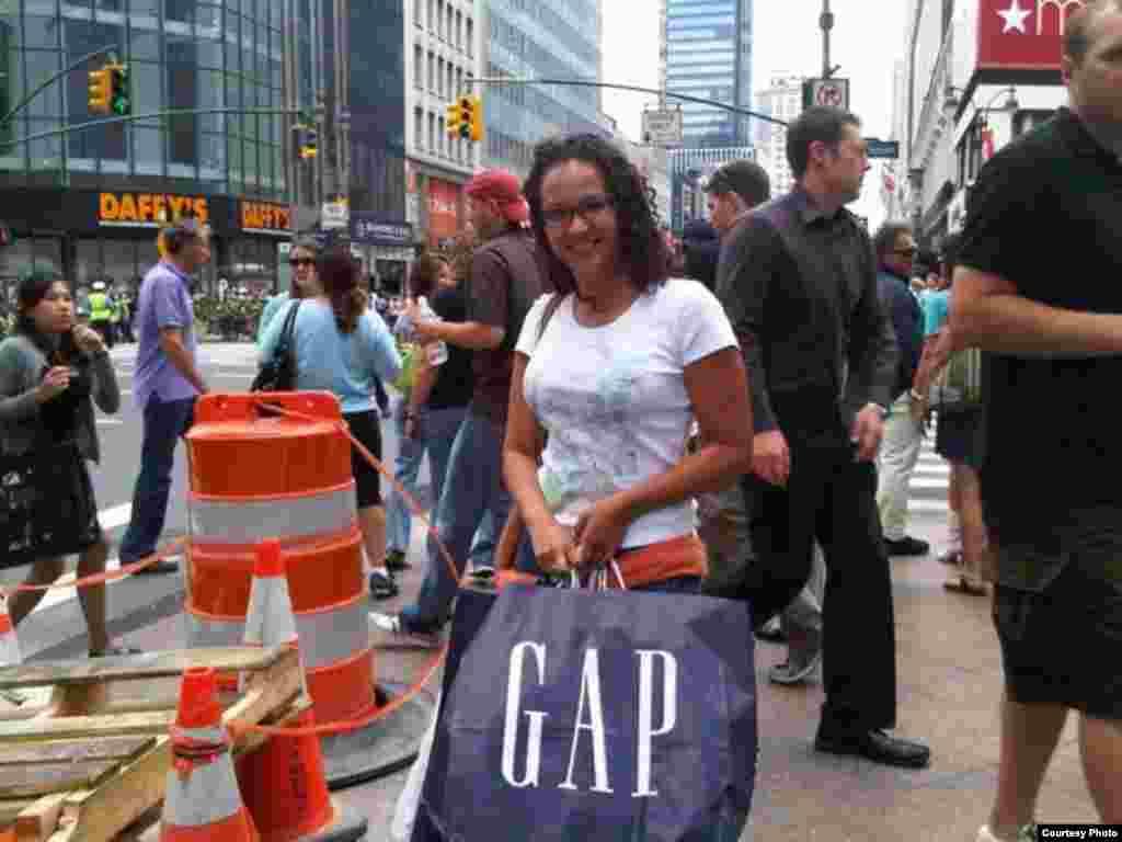 María Gabriela, hija de Chávez, de compras en Nueva York.