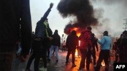 Protestas en Irán por el aumento en los precios de la gasolina el 16 de noviembre de 2019.