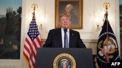 """El presidente, Donald Trump, se dirigió a """"una nación de luto"""" tras la masacre de Parkland, Florida"""