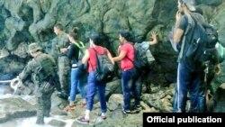Cubanos rescatados en zona fronteriza de Panamá con Colombia.