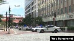 Captura de video del operativo policial en el centro comercial Landing de Jacksonville tras el tiroteo. (WJXT)