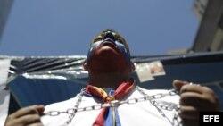 Cientos de opositores han estado marchando por Caracas para exigir al Gobierno venezolano que diga la verdad sobre la salud del presidente Hugo Chávez. Archivo.