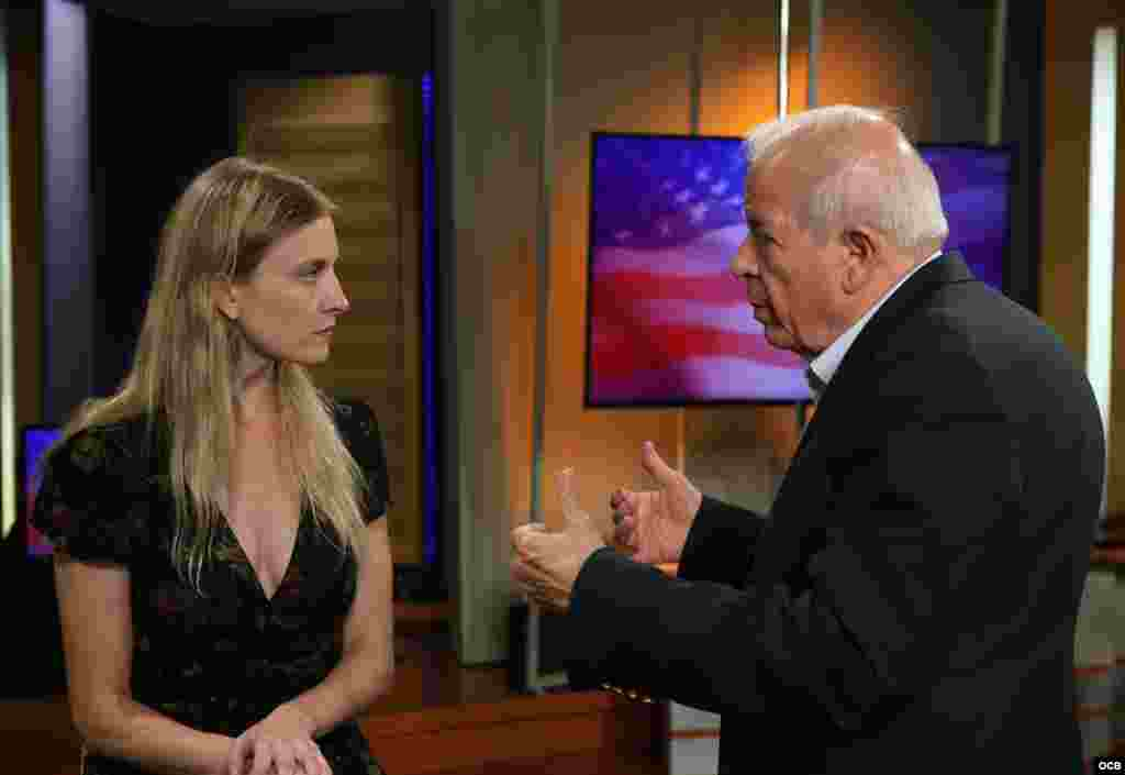Carrie Filipetti, Subsecretaria Adjunta del Departamento de Estado para Cuba y Venezuela, conversa con Tomás Regalado, director de Radio Televisón Martí.