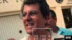Oswaldo Paya entrega firmas del Proyecto Varela