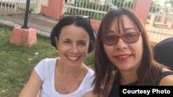 Tomado de página de Facebook de Iliana Hernández junto a Omara Ruiz (Izq)