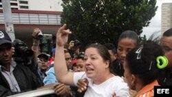 Detienen a opositores en céntrica calle habanera