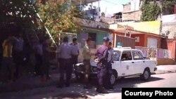 Arrestos en Santiago de Cuba. Foto tomada con un teléfono, cedida por la activista de UNPACU, Katerine Mojena.