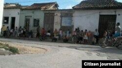 Reporta Cuba colas para comprar pan en Camagüey