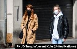 Las mujeres se encuentran entre las más afectadas por la crisis económica y laboral generalda por pandemia de COVID-19. Foto: PNUD Turquía/Levent Kulu.