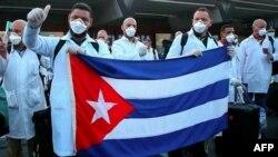 Médicos cubanos llegan a Honduras, el 19 de abril de 2019. AFP PHOTO / HONDURAN PRESIDENCY