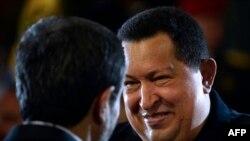 Hugo Chávez recibe en Caracas al presidente iraní Mahmoud Ahmadinejad en junio del 2012.