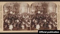 El General Wood transfiere el gobierno a Tomás Estrada Palma en el Palacio el 20 de Mayo de 1902. Library of Congress.