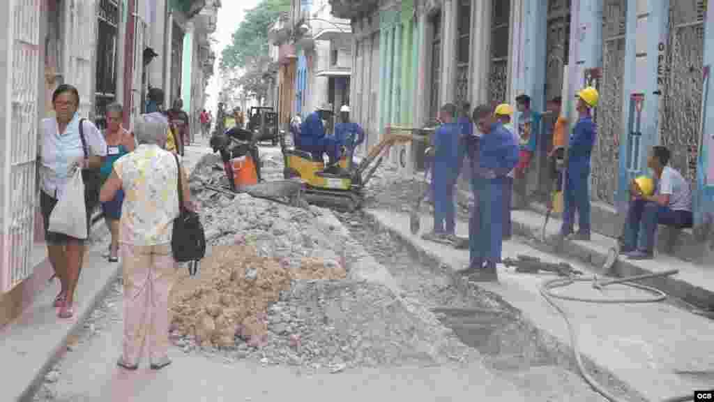 Labores constructivas intensas en Habana Vieja por la pronta visita del presidente Obama.