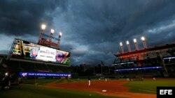 Jugadores de los Cleveland Indians entrenan un día antes del partido ante los Cachorros de Chicago, correspondiente al primero de los encuentros de la Serie Mundial de las Grandes Ligas de Béisbol aen Cleveland, Ohio, hoy 24 de octubre de 2016.