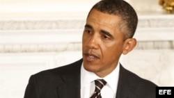 """Obama pronuncia un discurso durante la reunión de la Asociación Nacional de Gobernadores en la Casa Blanca, Washington, EEUU, el 25 de febrero del 2013, en el que pidió al Congreso un """"compromiso"""" para evitar drásticos recortes automáticos del gasto públi"""