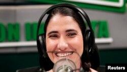Yoani Sánchez en una estación de radio en Lima en 2013 (Foto: Enrique Castro-Mendivil/Reuters).