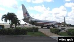 Un Boeing-737 de American parte de la Terminal 2 del Aeropuerto Internacional José Martí.