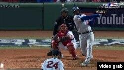 Con hit impulsor,Yasiel Puig pone arriba en el marcador 2-1 a los Dodgers en el juego 2 de la Serie Mundial de Béisbol 2018, una ventaja que perdieron en el quinto episodio