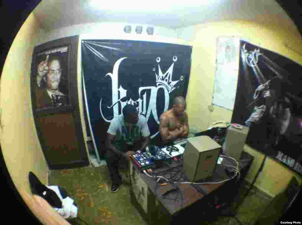 Estudio privado Real 70, conocido en el mundo del hip hop cubano, por ser el lugar de grabación de numerosos músicos underground.
