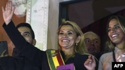 La abogada de 52 años Jeanine Añez asumió el martes la presidencia interina de Bolivia a pesar del boicot de los legisladores partidarios de Evo Morales, pero con el apoyo de la Corte Constitucional (Foto: Aizar Raldes/AFP).