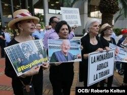 Cubanos exiliados protestan por la visita de los Reyes de España a Cuba (Foto: Roberto Koltún).