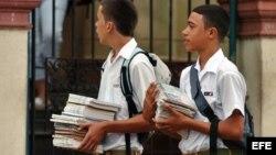 Ex profesores culpan al gobierno de provocar fuga de maestros