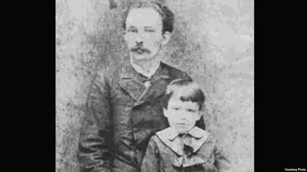 José Martí con su hijo José Francisco, 1885.