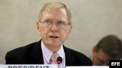 El presidente de la Comisión de Investigación de la ONU sobre Corea del Norte, Michael Kirby, ofrece una rueda de prensa celebrada en la sede de las Naciones Unidas europea, Ginebra (Suiza).