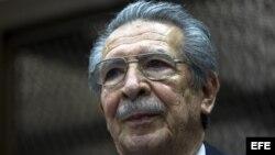 Fotografía de archivo del 23 de enero de 2013 del exgeneral golpista José Efraín Ríos Montt durante una audiencia judicial.